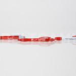 Esempio di personalizzazione di penne con stampa diretta UV-LED.