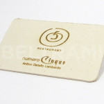 """Biglietto da visita """"Numero Cinque"""" intagliato su cartoncino avoriato alto spessore con angoli arrotondati."""